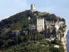 Arco (Tn) - Il castello era una cittadella fortificata (Luigi Strano) Tags: italy europa europe italia trento arco trentino castellodiarco