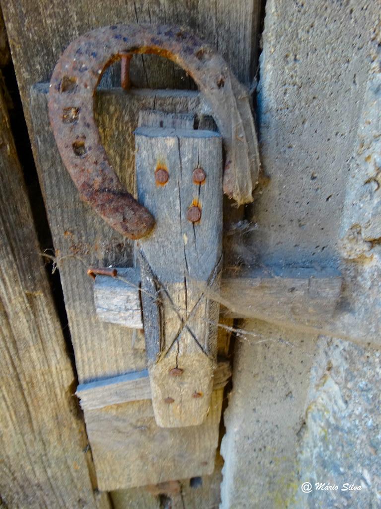Águas Frias (Chaves) - ... gravelho com ferradura, para dar sorte ...