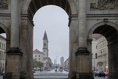 Through the pillars of the Siegestor (josecdimas) Tags: germany munich mnchen