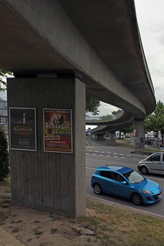 """Unter der Fußgängerbrücke (1) • <a style=""""font-size:0.8em;"""" href=""""http://www.flickr.com/photos/69570948@N04/18863995082/"""" target=""""_blank"""">View on Flickr</a>"""