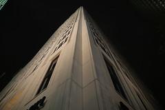 Hausecke am Potsdamer Platz (Pascal Volk) Tags: berlin berlinmitte beleuchtet illuminated lichtfest lichtkunst farben mehrfarbig bunt color colorful nacht night licht light potsdamerplatz hotel canoneos6d sigma24mmf14dghsm|art 24mm architektur architecture