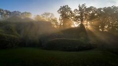 Wilder Stein (jan.scho) Tags: steine stein felsen sonnenaufgang sonnenstrahlen strahl scheinen nebel dunstig dunst morgen bdingen buedingen wetterau hessen deutschland
