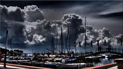 Thunderstorm clouds over Bardolino on Lago di Garda (Ostseetroll) Tags: bardolino geo:lat=4554722828 geo:lon=1071918108 geotagged ita italien lagodigarda veneto gardasee wolken clouds boote boats italia italy gewitter thunderstorm