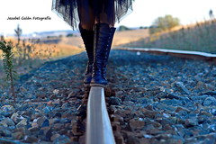 Mery Smith (Jezabel Galn) Tags: pies camino caminar shoes vias tren andar woman mujer