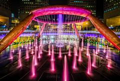 Suntec City@Singapur (Oliver H16) Tags: singapur asien nikon d7000 wolken wasser city nachtaufnahme nightshot langzeitbelichtung night longexposure skyline chinatown downtown panorama singapurflyer singaporeflyer marinabaysands helixbrcke gardensbythebay esplanade sunteccity