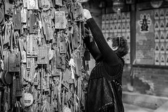No vacancy (Go-tea 郭天) Tags: canon eos 100d 50mm street urban city asia asian qingdaoshi shandongsheng chine cn china chinese qingdao temple people outside outdoor monochrome bw bnw black white blackwhite blackandwhithe woman tree full overloaded covered wishes tao taoism religion religious wood women fixing hanged hanging pray praying god coat glasses palace plate line wide difficult difficulty words letters characters space