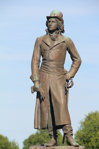 Statue Henri de LA ROCHEJACQUELEIN  St AUBIN DE BAUBIGNE