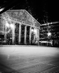 'Ice opera' - #Brussels #Belgium #Monnaie #skating #bw #b&w #brusselblogt #welovebrussels #visitbrussels #hellhole #city #urban #architecture #opera (Ronald's Photo Factory - www.ronaldgiebel.eu) Tags: instagramapp square squareformat iphoneography uploaded:by=instagram brussels bruxelles brussel belgium monnaie munt photography samsung s6 skating ice wwwronaldgiebeleu bw blackwhite