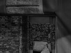 Schlo Schnbrunn  ~ Schnbrunn Palace - View behind the Potemkin Facade (hedbavny) Tags: wien light shadow blackandwhite architecture mask sightseeing baustelle architektur scaffold shroud tor renovation schwarzweiss verpackung schatten tr shrouded tourismus packed gitter residenz maske bildimbild schleier restauration sehenswrdigkeit gerst restaurierung schnbrunnpalace denkmalschutz vergittert eingepackt sterreichaustria fotoimfoto buidlingsite verschleiert maskiert potemkinschesdorf eingerstet schlosschnbrunn halbmaske potemkinfacade