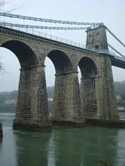 O Bont i Bont (blogdroed) Tags: bridge wales coast path cymru pont anglesey llwybr ynysmn arfordir mn porthaethwy menaibridge pontmenai pontbritannia angleseycoastalpath llwybrarfordirolmn pwllfannog