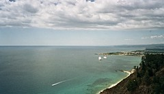 Il cuore a Sud (simoneaversano) Tags: sea summer italy panorama costa sun water june coast landscapes seaside italia mare estate pano south horizon sicily sole giugno acqua paesaggi spiaggia sicilia paesaggio sud orizzonte southernitaly lndscape suditalia italiameridionale uploaded:by=flickrmobile flickriosapp:filter=nofilter