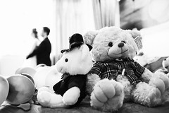 Wedding (HIKARU Pan) Tags: wedding bw love toy photography blackwhite hug documentary indoors together backlighting 35l canonef35mmf14lusm 5d3