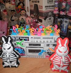 miscellaneous toys in vaultroom (mikaplexus) Tags: art toy toys designer vinyl collection kidrobot collections vault collectible limited rare limitededition collectibles catchingup arttoy signed toyroom designertoys arttoys designertoy toy2r rotofugi myplasticheart vinyltoys vaultroom pobbertoys