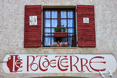 Le pot de terre (deus77) Tags: windows france window marie de pot terre provence moustiers sainta