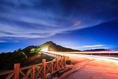 光流 (湯小米) Tags: longexposure light cloud canon star 雲 夜景 合歡山 夜拍 星星 星空 夜晚 夜空 星 1635mmf28l 星軌 夜間 戶外 startails 石門山 車軌 mthehuan 夜間攝影 長時間曝光 長曝 mtshihmen 5dmarkii 5d2 startail