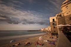 Cefal 1 (gsamie) Tags: gsamie guillaumesamie 600d italy sicily cefalu sicilia beach city longexposure people clouds sea sand