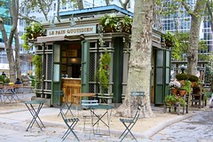 Le Pain Quotidien (Read2me) Tags: bryantpark nyc city park pree she cye shop cafe store market chairs table furniture thechallengefactory challengeclubwinner gamewinner