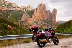 MALLOS DE RIGLOS (DOCESMAN) Tags: riglos mallos honda deauville nt700v pirineos aragon españa spain moto motorcycle