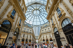 Galleria Vittorio Emanuele II (kuhnmi) Tags: galleriavittorioemanueleii vittorioemanuele milan milano mailand shopping shoppingmall einkaufszentrum italy italien italia architecture architektur building gebude sehenswrdigkeit sight sightseeing tourism touristattraction guiseppemengoni people crowd arcade dome light bright hell