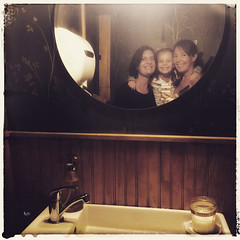 bathroom selfie (domit) Tags: domit helena ella selfie restaurant vegan brooklyn usa newyork mirror