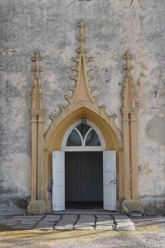 Kokneses evaņģēliski luteriskās baznīcas ieeja, 10.04.2011.