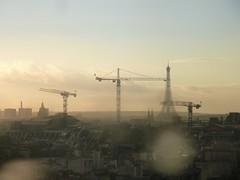 Paris (Michel L B) Tags: paris toureiffel grues cielgris