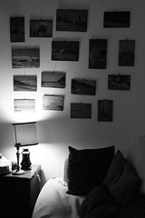 calore (Maieutica) Tags: light bw paintings bn livingroom sofa divano luce cushions lampada quadri abatjour salotto cuscini