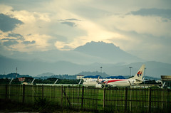 Kota Kinabalu International Airport runway (Adam Lai) Tags: sunset plane mas airport asia mount malaysia airlines sabah kota sunway kinabalu 737800 airasia kkia ilovesabah