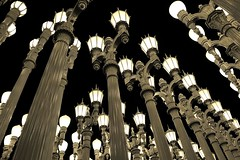 Urban Light - Los Angeles County Museum of Art (Joao Eduardo Figueiredo) Tags: california county street light urban sculpture streets art lamp museum lights la losangeles nikon iron pattern glow bright streetlamps assemblage patterns installation restored restoration lamps solarpower losangelescountymuseumofart urbanlight chrisburden joaofigueiredo nikond3x