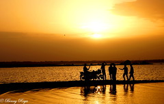 Great friends are hard to find, difficult to leave and impossible to forget ! ($$Benny$$) Tags: friends reflection silhouette friendship benny hyderabad himayatsagar sal1855 sonyslta57 bennyregis