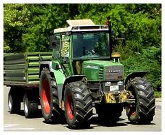Fendt in Fahrt (eagle1effi) Tags: summer tractor lumix traktor bulldog panasonic tracteur trator trecker trekker schlepper fendt bonlanden  2013 traktr treker trattoreagricolo tracteuragricole zs30 tractorul traktoro trattorediesel reisezoom travelzoom tz40 dmctz41 travellerzoom travelerzoom tz41 panasoniclumixdmctz41