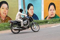 three wheeler (Aschevogel) Tags: trip india help chennai indien threewheeler twowheeler hilfe hindistan reifenpanne puncturedtire