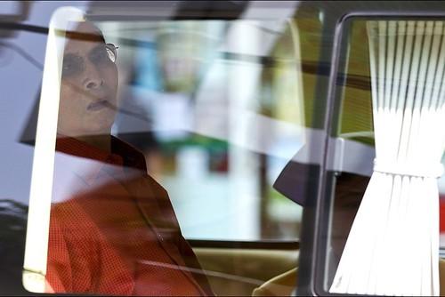 El rey de Tailandia, Bhumibol Adulyadej, de 87 años, al salir del hospital rumbo a su palacio en el balneario de Hua Hin. (Reuters)