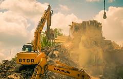 Demolition (Franois Jacob) Tags: bulldozer immeuble dmolition courrires nikond750