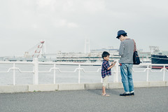 Huh? (edward.cheung) Tags: japan family talk chat learning copying son father a6000 sony 1670z yokohama coast