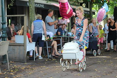 """Babysit Service Langweer"" (Davydutchy) Tags: langwar langweer parade merke langwardermerke langwarder optocht umzug dorpsfeest village feast festival babysit babysitter service kinderwagen pram perambulator ballon balloon august 2016 optochtwagen praalwagen loopgroep float"