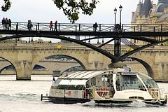 Sur la Seine_5664 (Prof Ryall) Tags: laseine bateau batobus pontdesarts pontneuf pontauchange bridges laconciergerie paris france telephotocompression