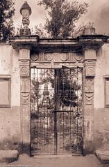 CemeteryGateMexicoSanMiguelDeAllende84 (Zzzzt!Zzzzt!) Tags: cemetery cemeteryseries sanmigueldeallende mexico 1984 door doorseries