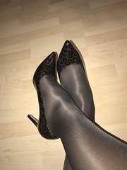 IMG_4264 (pantyhosestrumpfhose) Tags: pantyhose strumpfhose collant nylonlegs tights pumps shoe shoes schuhe beine bestrumpftebeine legs pantyhoselegs pantyhosefeet