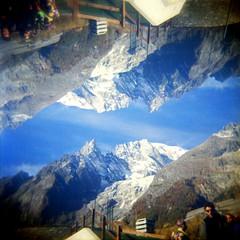 [Holga e le Sue Sorelle] Monte Bianco (Urca) Tags: holgalomo201611120023 italia 2016 valledaosta skyway coumayeur holga lomo doppiaesposizione doubleexposure analogico 120 6x6 square medium multi