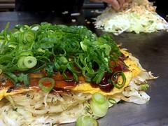 Okonomiyaki topped with sliced spring onion from Carp @ Kanda (Fuyuhiko) Tags: okonomiyaki topped with sliced spring onion from carp kanda         tokyo