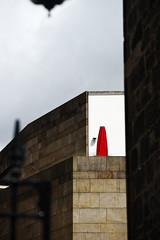 Kelly Le Brock (S. Hemiolia) Tags: red rosso edinburgh edinburgo scozia scotland umbrella ombrellone ombrello