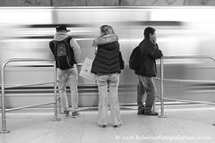 São Paulo, 2016. Metrô / Metro / Μετρό / U-Bahn / Métro / 地下鉄 / Метро / Subway. (roberto.historia) Tags: sãopaulo saopaulo brasil brazil metrô subway pessoas persons pretoebranco blackandwhite fotografiapoeticacom movimento movement trem train consolaçãostation estaçãoconsolação