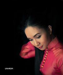 Áo Dài Việt Nam (Linh_rOm) Tags: portrait nikon vietnam 50mm18 aodai pocketwizard strobist vietnamesetraditionaldress aodaivietnam linhrom flextt5 minitt1 flextt5nikon
