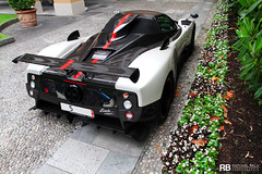 Pagani Zonda Cinque Roadster 1/5 (Raphal Belly) Tags: red white lake black como car lago rouge photography eos one 1 noir photographie 5 five stripe 15 belly 7d villa di passion este blanche raphael rb spotting cinque zonda amg marbella cernobbio supercars roadster deste v12 pagani raphal horacio spannish concorso eleganza guarnieri deste worldcars