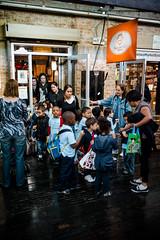 L1004679 (igorschutz) Tags: street ny newyork chelsea tour manhattan criança escola colégio chelseamarket padaria novaiorque novayork professora excursão garotada