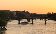 Passerelle des Arts (In Rainbows/) Tags: city bridge sunset people paris france seine night canon eos hoteldeville crowd notredame hdv 7d pont tamron nuit notredamedeparis pontdesarts 2875 poselongue parisbeautiful