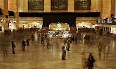 NYC - Grand Central Terminal (SCHWARZZEIT) Tags: people usa newyork clock flow stream time manhattan spuren traces bahnhof terminal menschen trainstation grandcentralstation fluss zeit grandcentralterminal uhr schalter