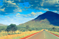 Mount Bruce (lichtrekorder) Tags: road street sky mountain clouds nationalpark bruce himmel wolken mount karijini strase