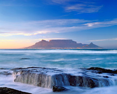 SIM-701495 (SalvadoriArte) Tags: ocean africa sunset sea mountain water horizontal southafrica daylight nobody sunrisesunset atlanticocean tablemountain sime westerncape capepeninsula tablemountainnationalpark ripani landscapescenics outdoorexterior nationalparkparkparkland parkgardenpublicgarden capepromontoryheadland